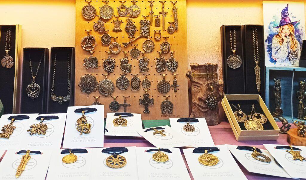 артефакты и символика из бронзы